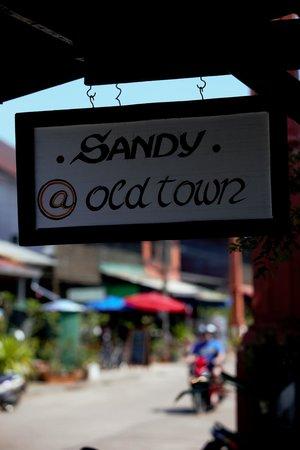 sandy at oldtown sign