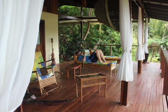 Princesa de la Luna Eco Lodge: Lounging on the deck