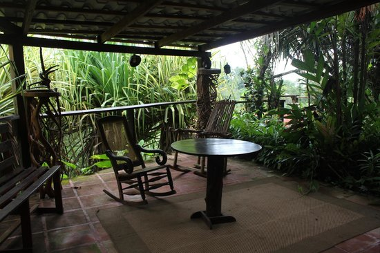 Princesa de la Luna Eco Lodge: There are lots of little seating areas