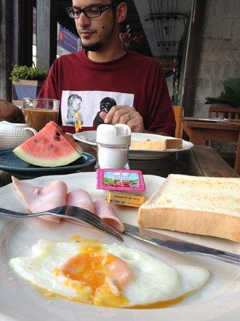 Chiangmai Boutique House: El Desayuno