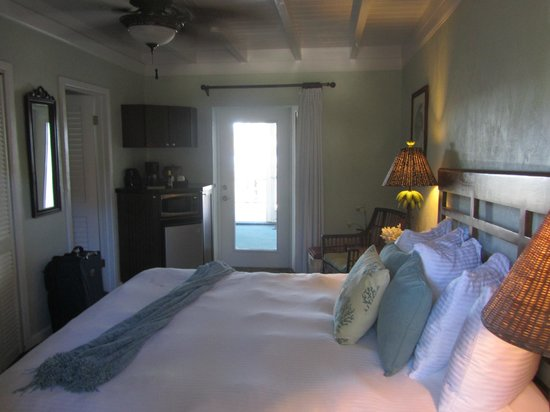 Coconut Palm Inn : King Bedroom