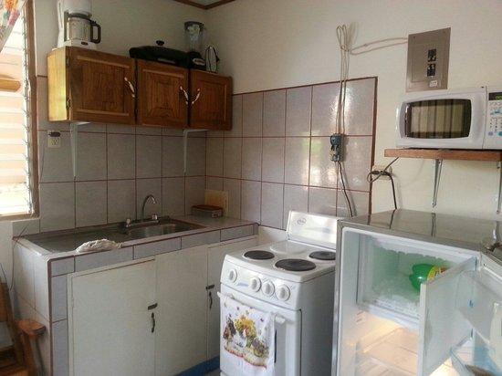 Cabinas Lika : Cocina del apartamento