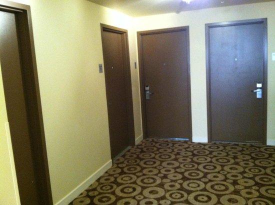 Kimpton Amara Resort & Spa: End of hall