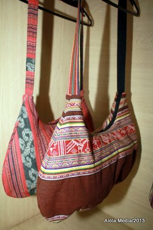 Alola Foundation Center & Shop: Bags from traditional cloth fo Timor, Alola Esperansa Product, Contact us Now!
