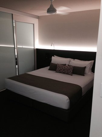 Seahaven Noosa: King size bed