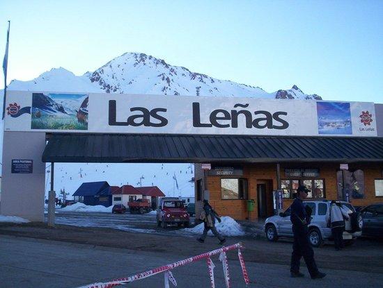 Virgo Hotel and Spa - Las Lenas: Entrada Las Leñas