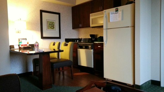 Homewood Suites Dallas-Market Center: Kitchen!!