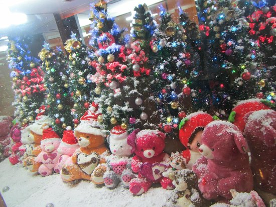 Genting Highlands Theme Park: Window display inside the complex - so cute!!