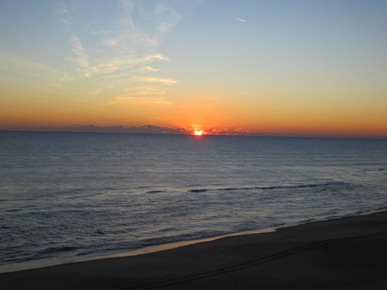 Comfort Inn South Oceanfront: Sunrise from the hotel- late January