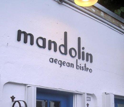 Mandolin Aegean Bistro: Fachada do Mandolin: casa simples e acolhedora.
