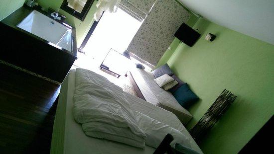 Phra Nang Inn : Our deluxe room