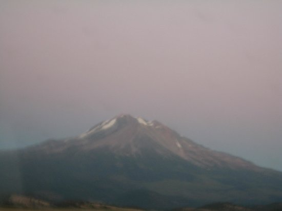 Townhouse Motel: mount shasta in september