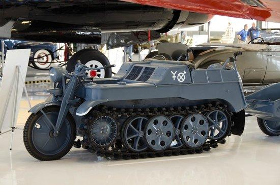Lyon Air Museum: Vintage Vehicle