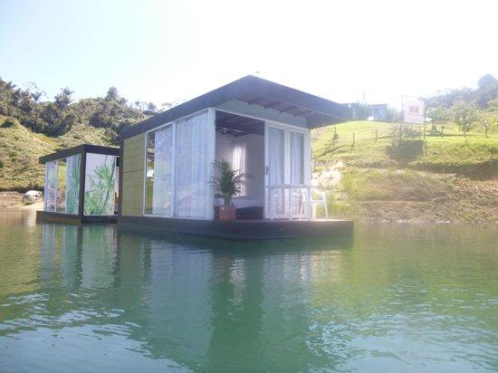 Hotel Pietra Santa: Habitación flotante