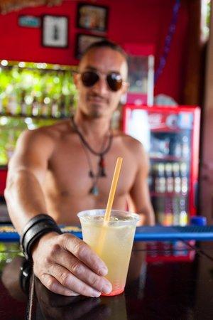 Hostel Che: Tony, nuestro Barman y sus tragos todo el dia