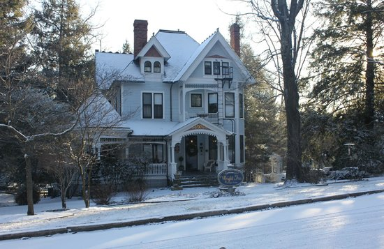 The 1899 Wright Inn and Carriage House : Beautiful in the Snow
