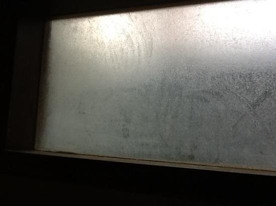 Puri Raja: bathroom window, filthy