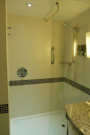 Hampton by Hilton London Croydon: Baño limpio siempre