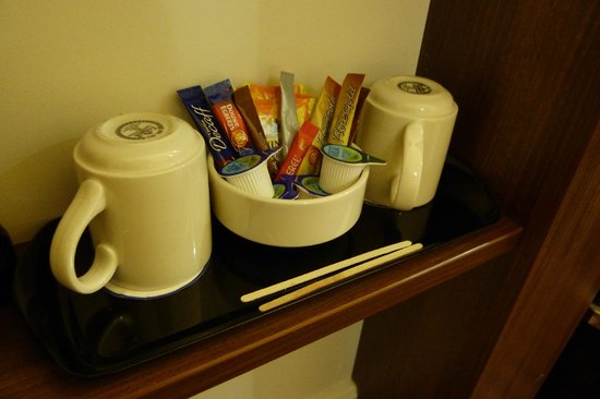 Hampton by Hilton London Croydon : Leche, café, té.