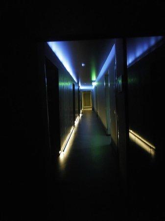 UNA Hotel One : Floor Corridor- I kid you not!