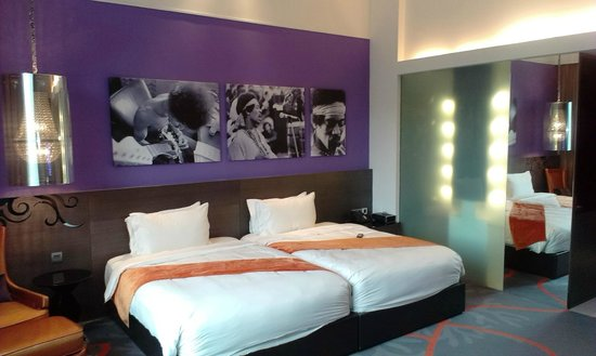 Hard Rock Hotel Singapore: Another view of the bedroom