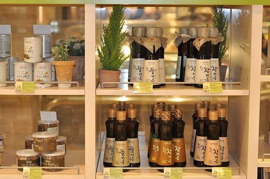 Food Court at Lotte Department Store Main : Organic Sesame Oil in the Organic Produce section JenCooksKorean