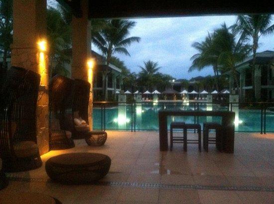 Pullman Port Douglas Sea Temple Resort & Spa : Pool by night
