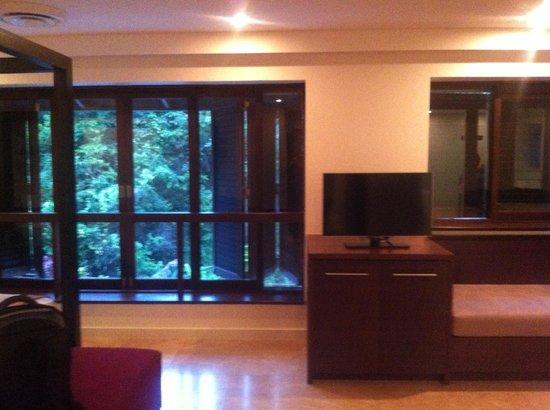 Pullman Port Douglas Sea Temple Resort & Spa: Lounge area in the Villa