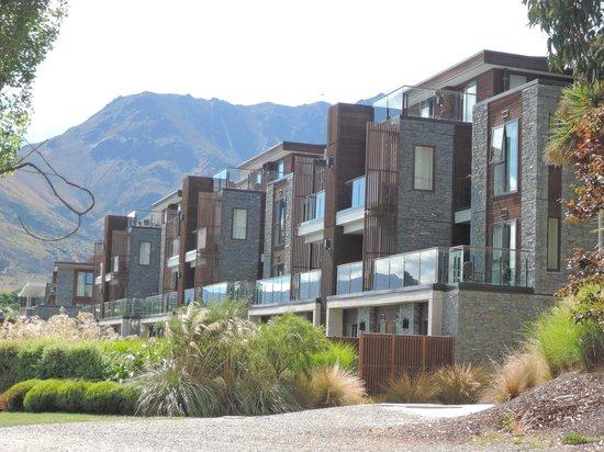 Hilton Queenstown Resort & Spa: Hotel exterior
