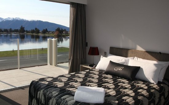 Te Anau Lakeview Holiday Park : Marakura Lakeview Family Master BedRoom