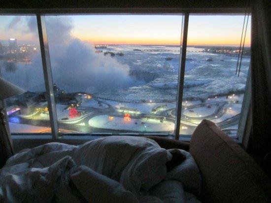 Niagara Falls Marriott Fallsview Hotel & Spa: Sunrise from room 1619