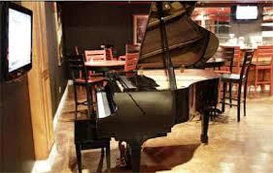 Natchez Manor Boutique Bed and Breakfast: Piano Bar