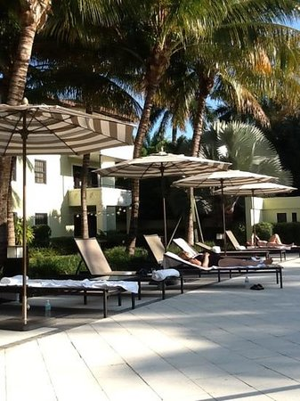 Boca Raton Resort, A Waldorf Astoria Resort: pool area at the Boca Bungalows