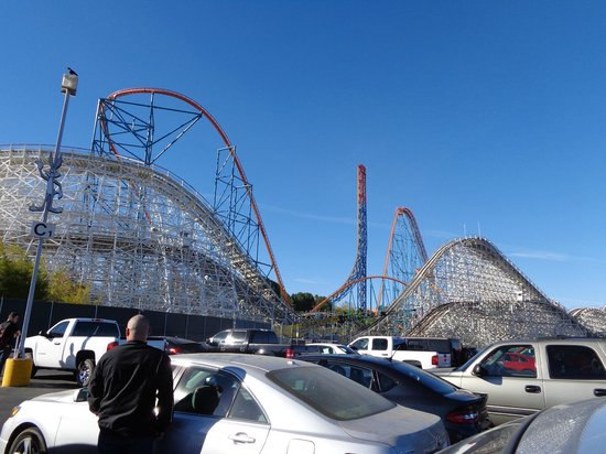 Six Flags Magic Mountain : vista do estacionamento