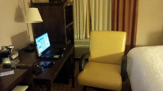 Hampton Inn Dallas - Irving - Las Colinas: Well appointed room and fast internet