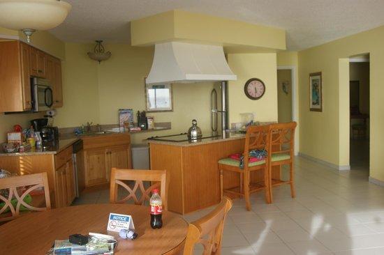 Atrium Beach Resort and Spa: Kitchen/ Bar