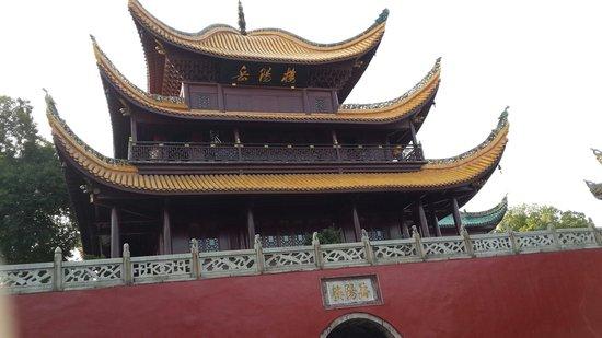 Yueyang County, China: 岳陽樓面對洞庭湖,可說是景色優美