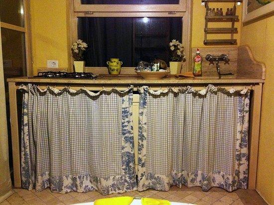 Agriturismo degli Alpaca: kitchen in room