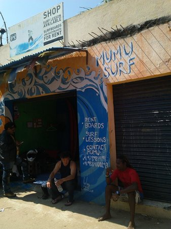 Mumu Surf School : At the surf shop