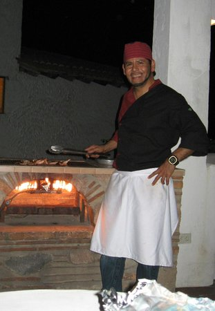 Villas Loma Linda : Jose cooking at our grill