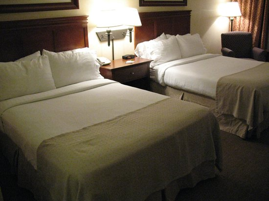 Holiday Inn Pigeon Forge : Guest Room two queen beds