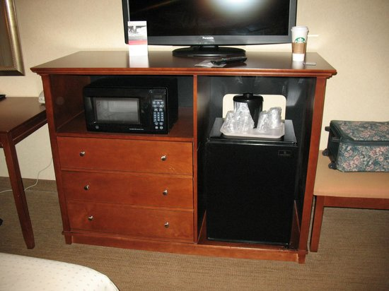 Holiday Inn Pigeon Forge : TV, microwave and frig
