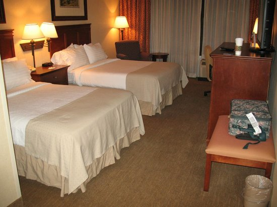 Holiday Inn Pigeon Forge: Large Guest Room two queen beds