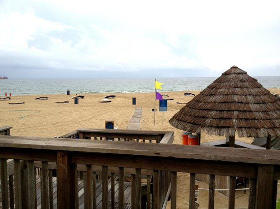 Fort Lauderdale Marriott Harbor Beach Resort & Spa : Walking on to the private beach