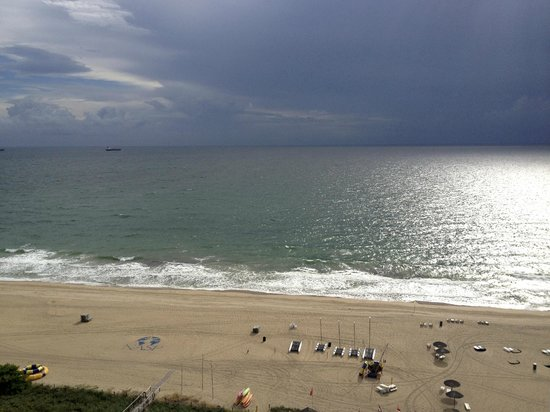 Fort Lauderdale Marriott Harbor Beach Resort & Spa : The view from our ROOM.
