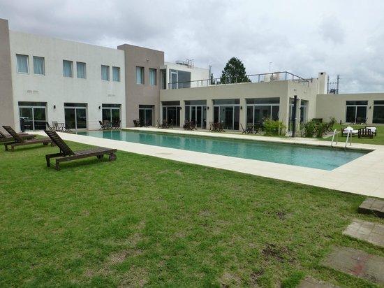 Colonia West Hotel: Zona de la piscina