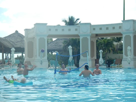 Sandals Emerald Bay Golf, Tennis and Spa Resort : volleyball