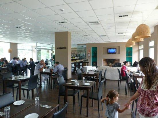 Colonia West Hotel: Salón desayuno - comedor