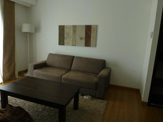 Colonia West Hotel: Este sofá puede hacerse cama