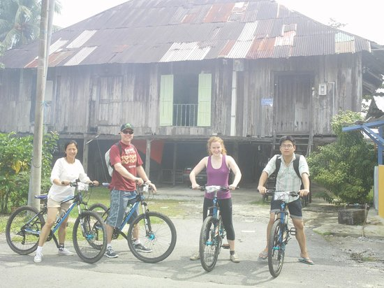 Paradesa Borneo: Stop by the century old houses